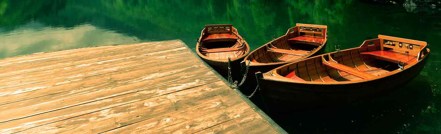 Boats on lake (tablet)
